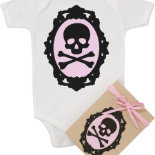 Cameo skull onesie in organic cotton